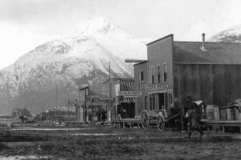 Due to the Klondike Gold Rush a lot of small trading posts became big towns in the 19th century (photo by A. H. Brooks, U. S. Geological Surveys)